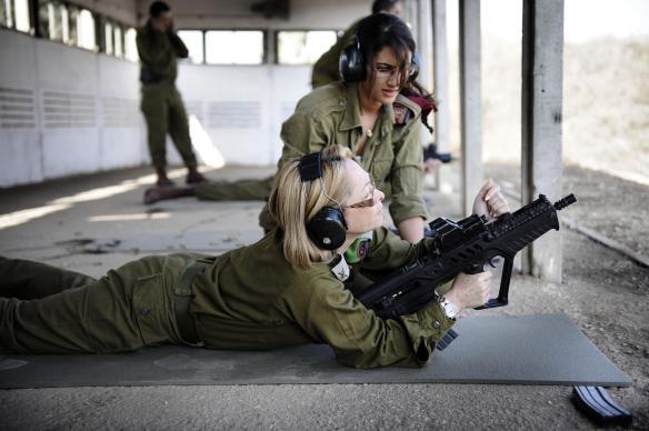 women_soldiers